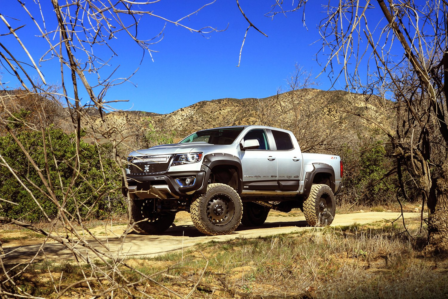 grid-off-road-gd3-matte-black-bronze-face-chevy-colorado.jpg