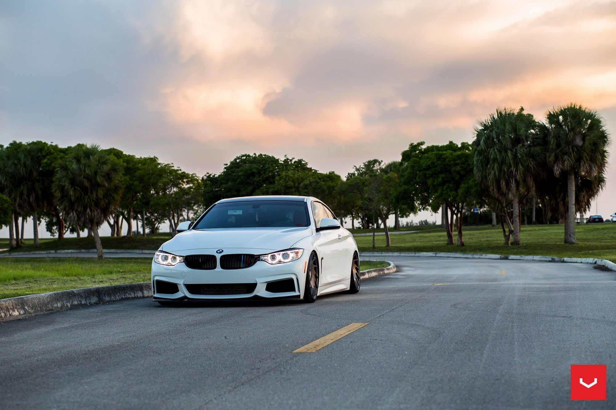 Lowered And Awesome BMW Series On Vossen Rims CARiDcom Gallery - Awesome bmw