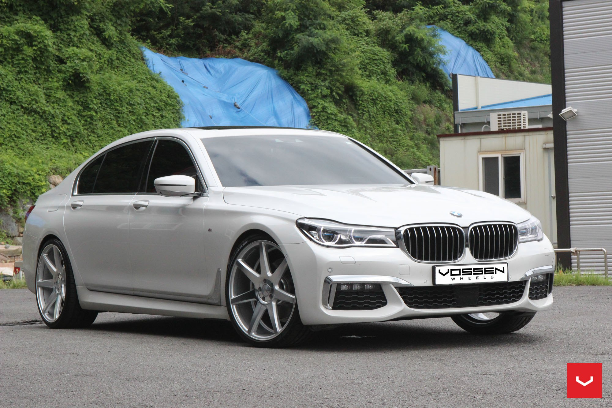 white bmw 7 series enhanced by chrome details. Black Bedroom Furniture Sets. Home Design Ideas
