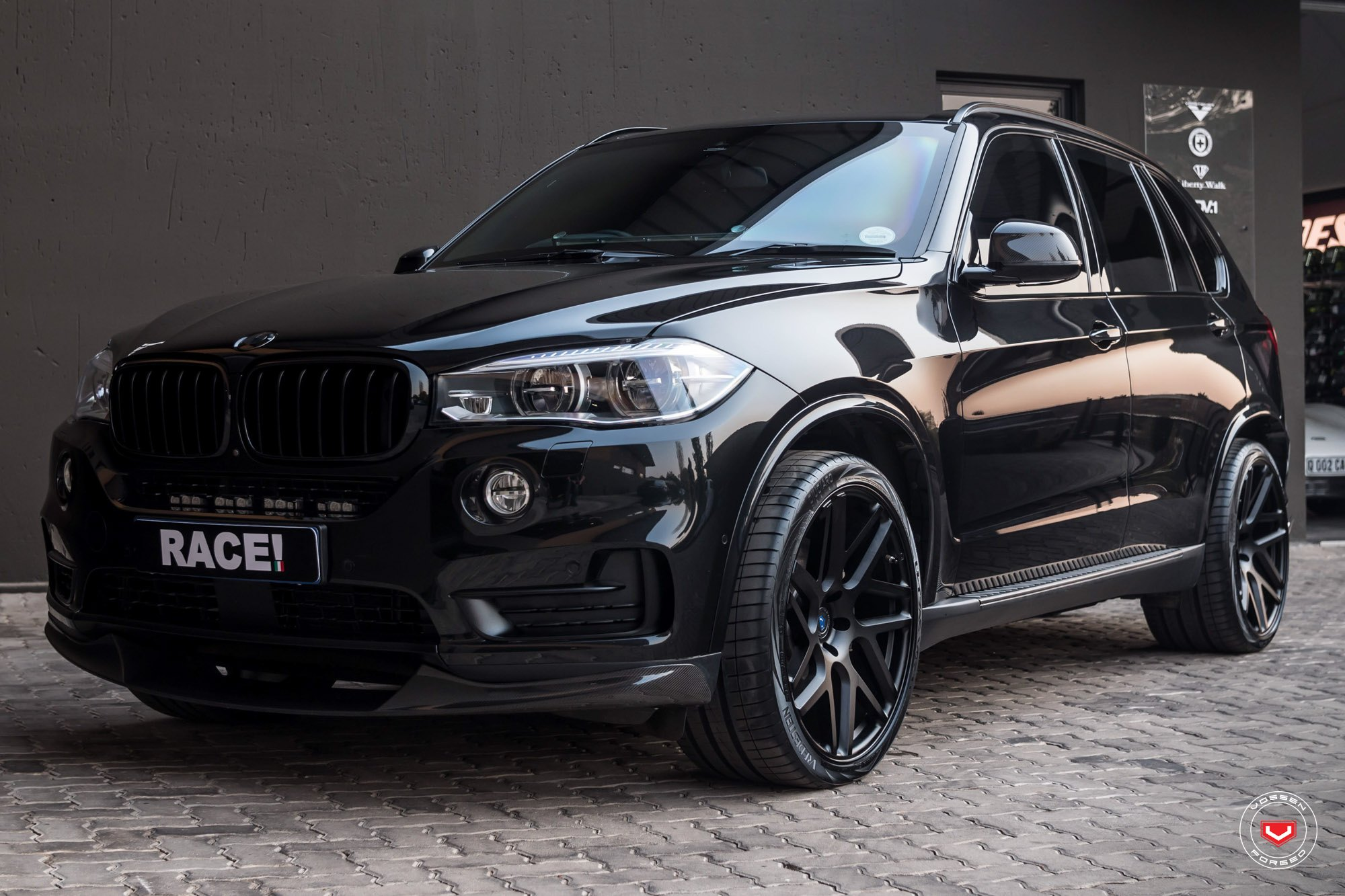 Beste Blacked Out BMW X5 Gets More Serious Than Ever — CARiD.com Gallery NA-67