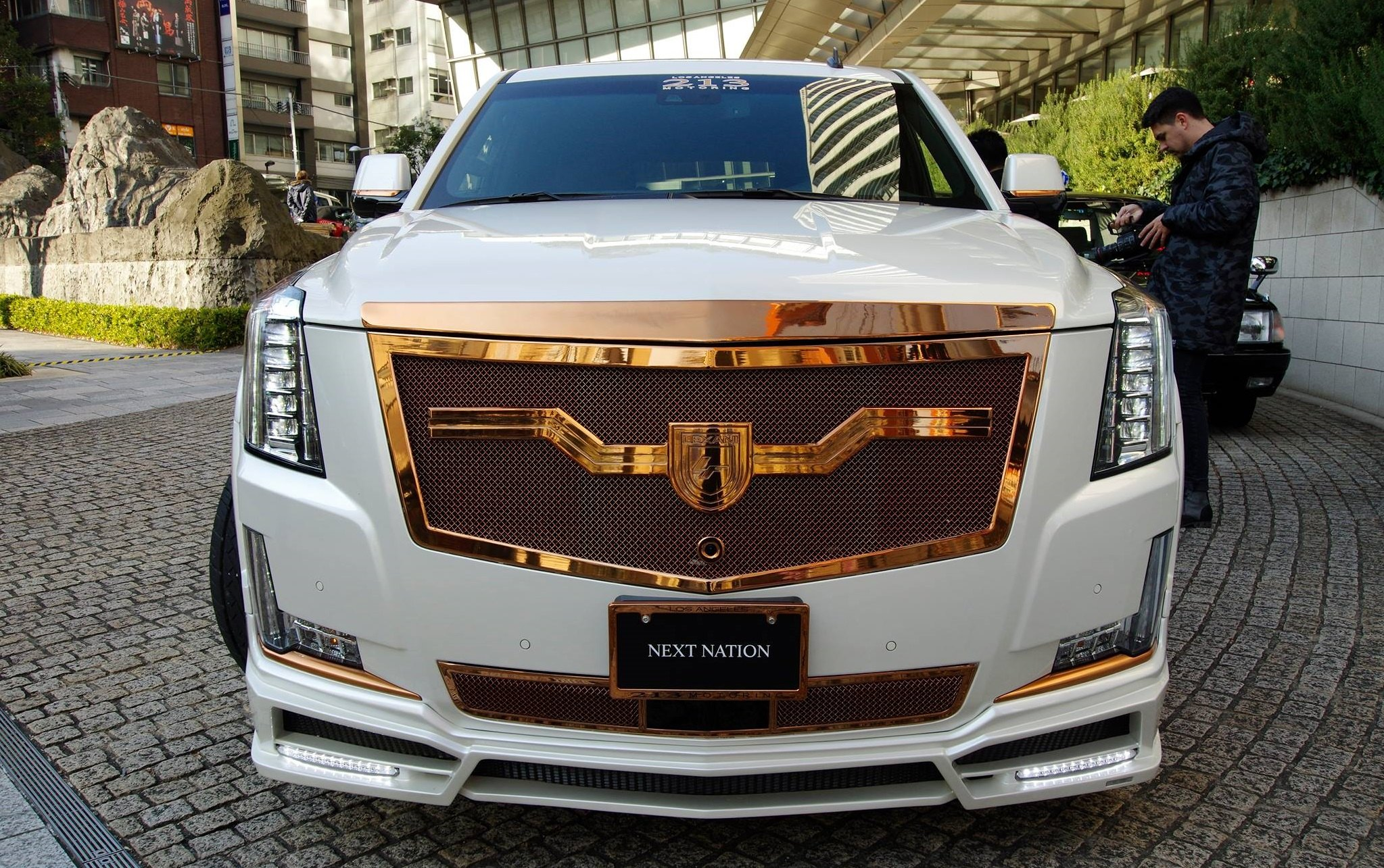 fully customized white cadillac escalade on bronze custom. Black Bedroom Furniture Sets. Home Design Ideas