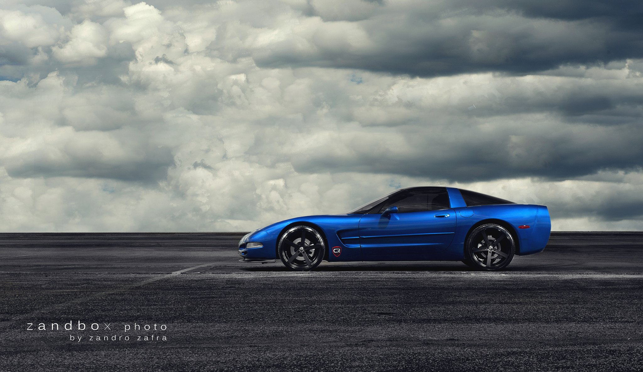 Blue Chevy Corvette with Aftermarket Side Scoops - Photo by zandbox