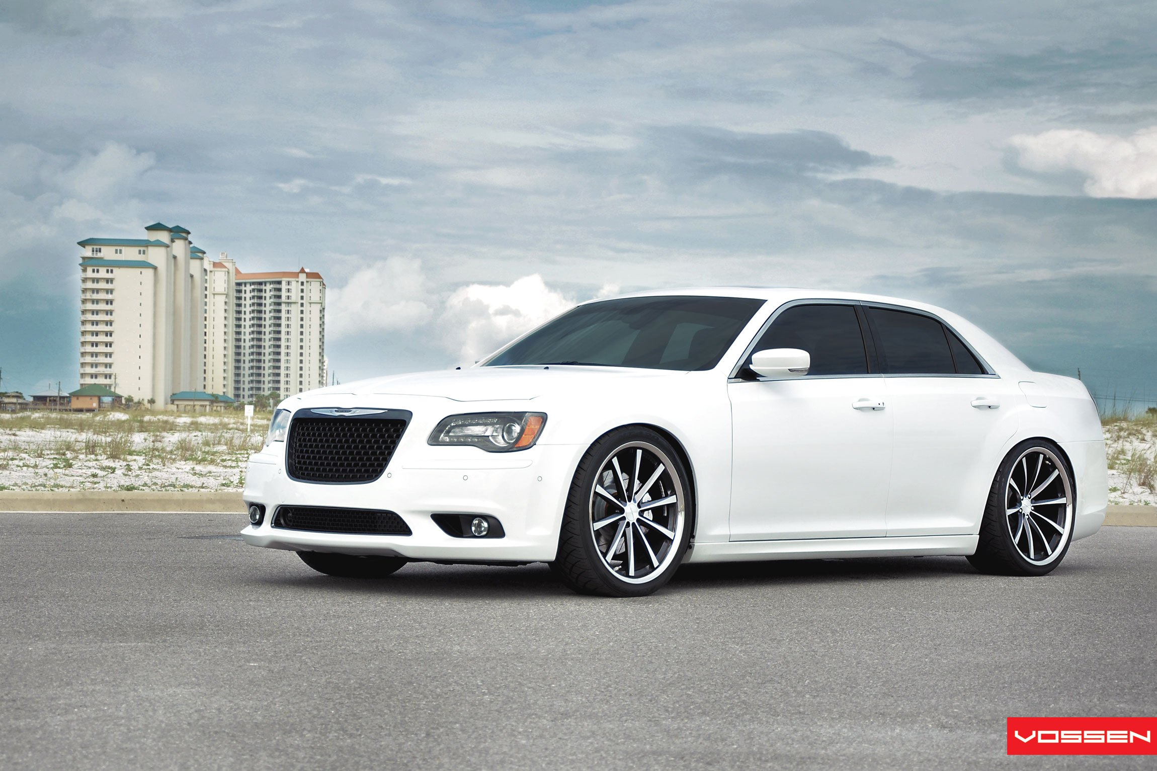 white chrysler 300 customized for royal look gallery. Black Bedroom Furniture Sets. Home Design Ideas