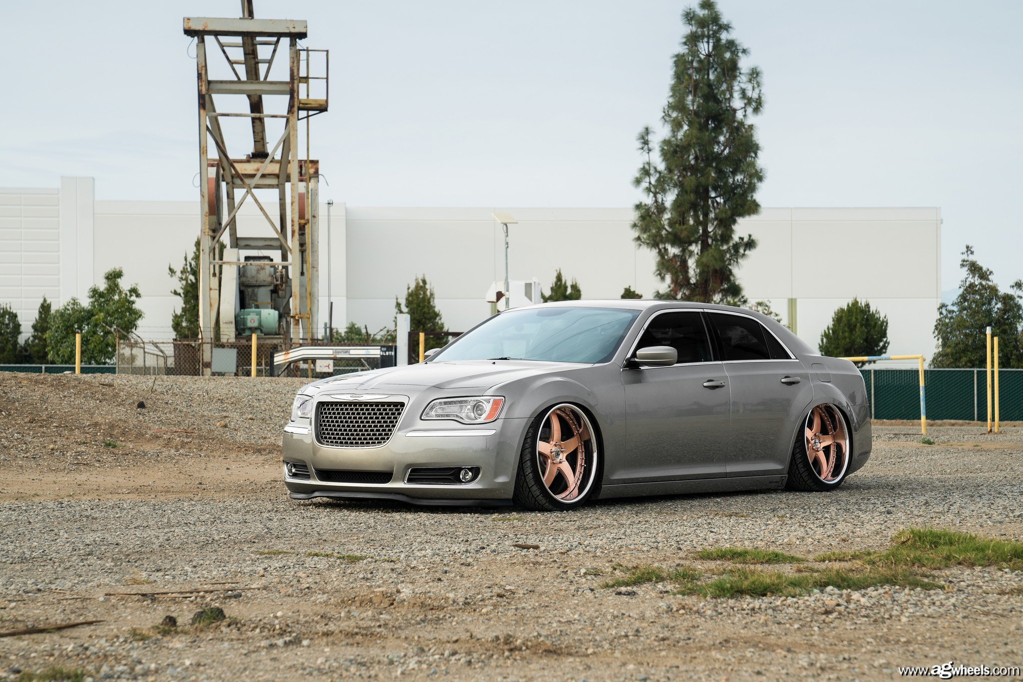 Gray Chrysler 300 with Chrome Mesh Grille - Photo by Avant Garde Wheels
