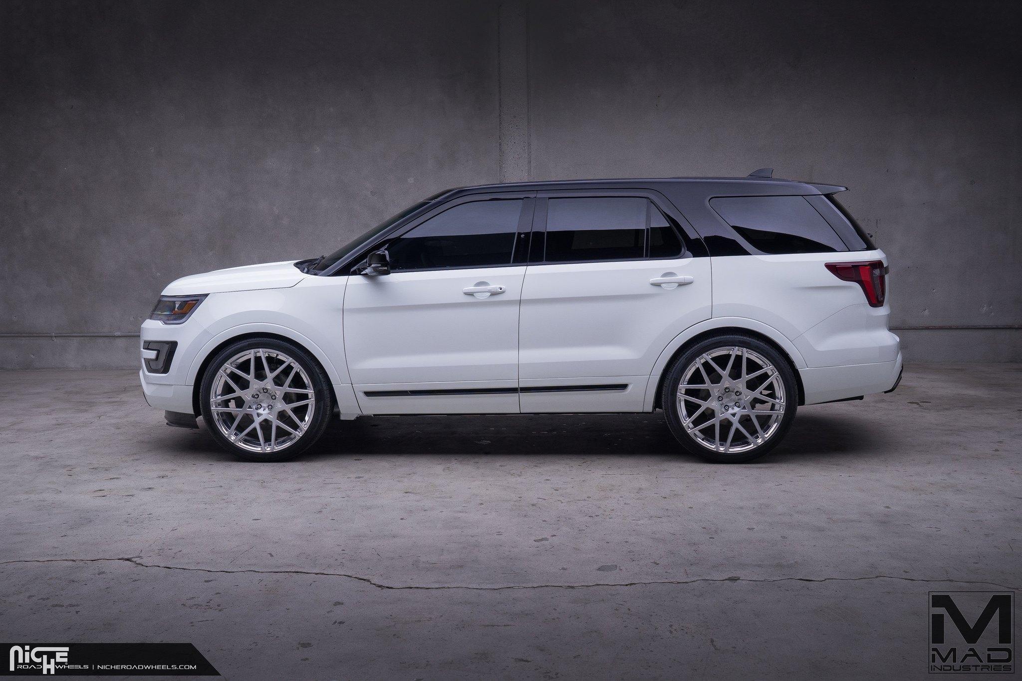 Custom Ford Explorer >> Black Top Ford Explorer On Niche Alpine D Custom Wheels Carid Com
