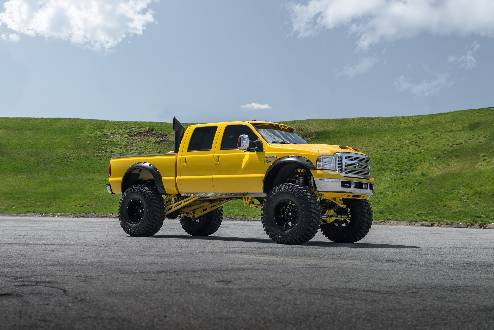 Insane Monster Truck - Yellow Ford F-250 Super Duty on Huge