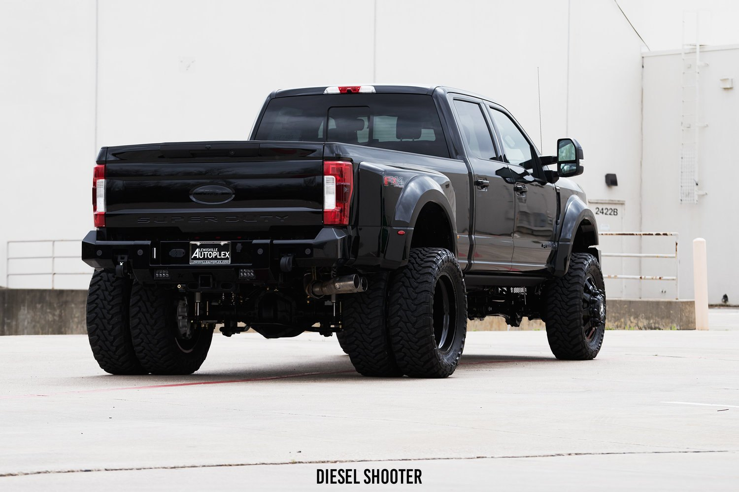 Lifted Ford Super Duty on Toyo Tires - Photo by Diesel Shooter