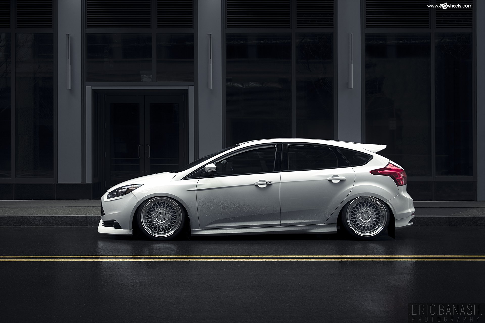 White Lowered Ford Focus Fitted With Aftermarket Goodies Carid Com