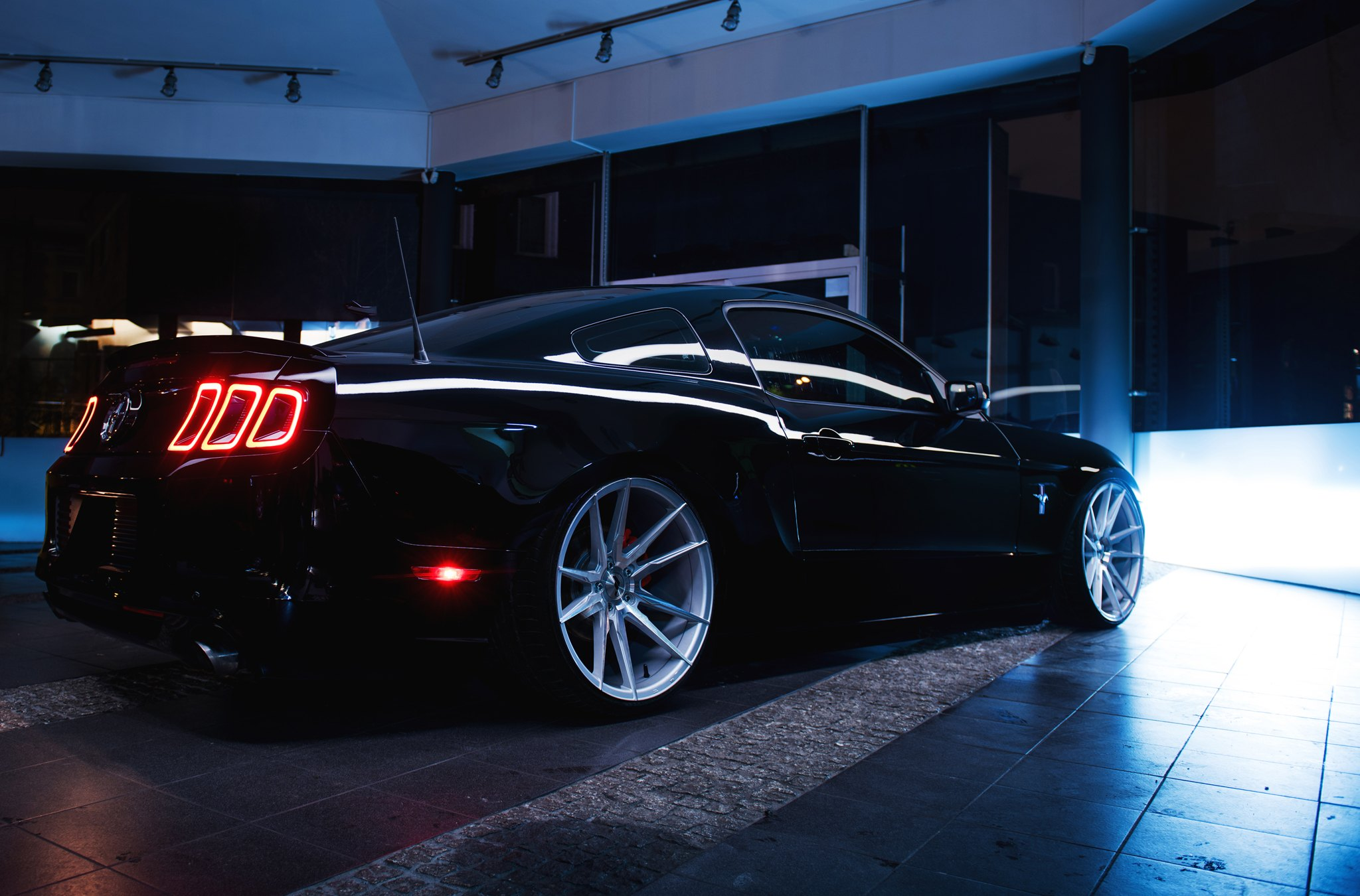 Rear Lip Spoiler on Black Ford Mustang - Photo by JR Wheels
