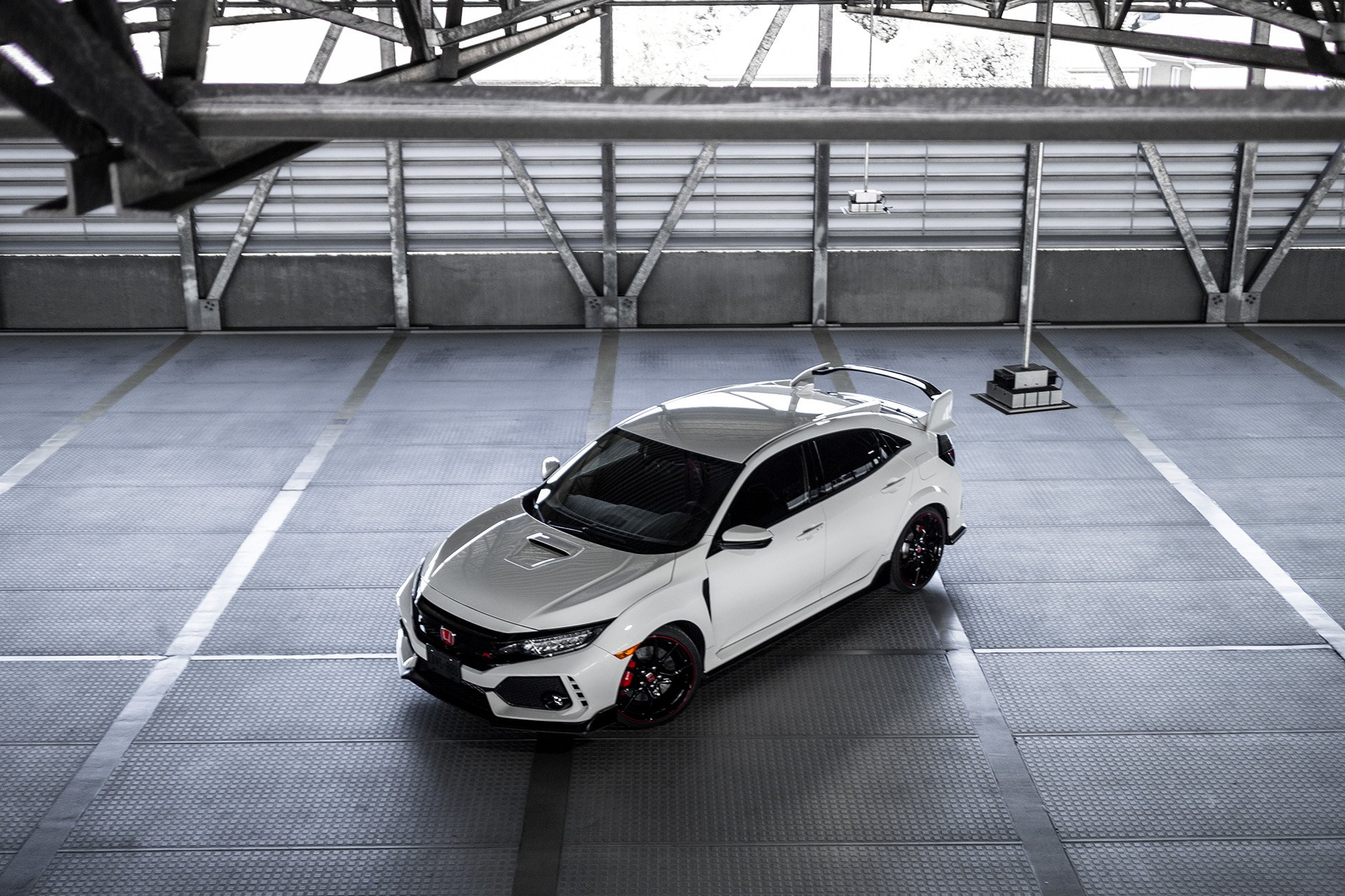 Aftermarket Vented Hood on White Honda Civic Type R - Photo by Vossen