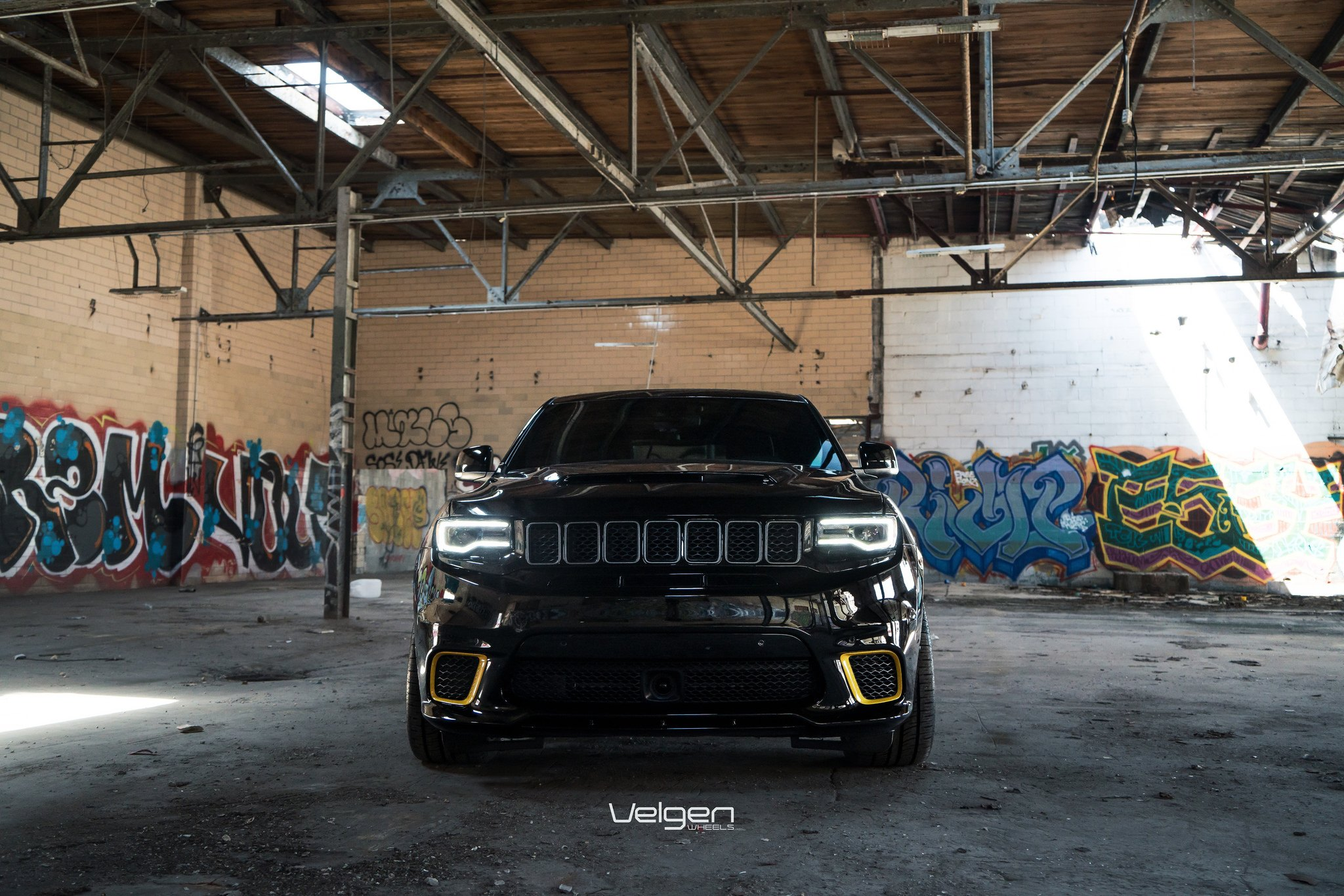 Slammed Black Jeep Grand Cherokee With Contrasting Yellow Calipers Accents Carid Com Gallery
