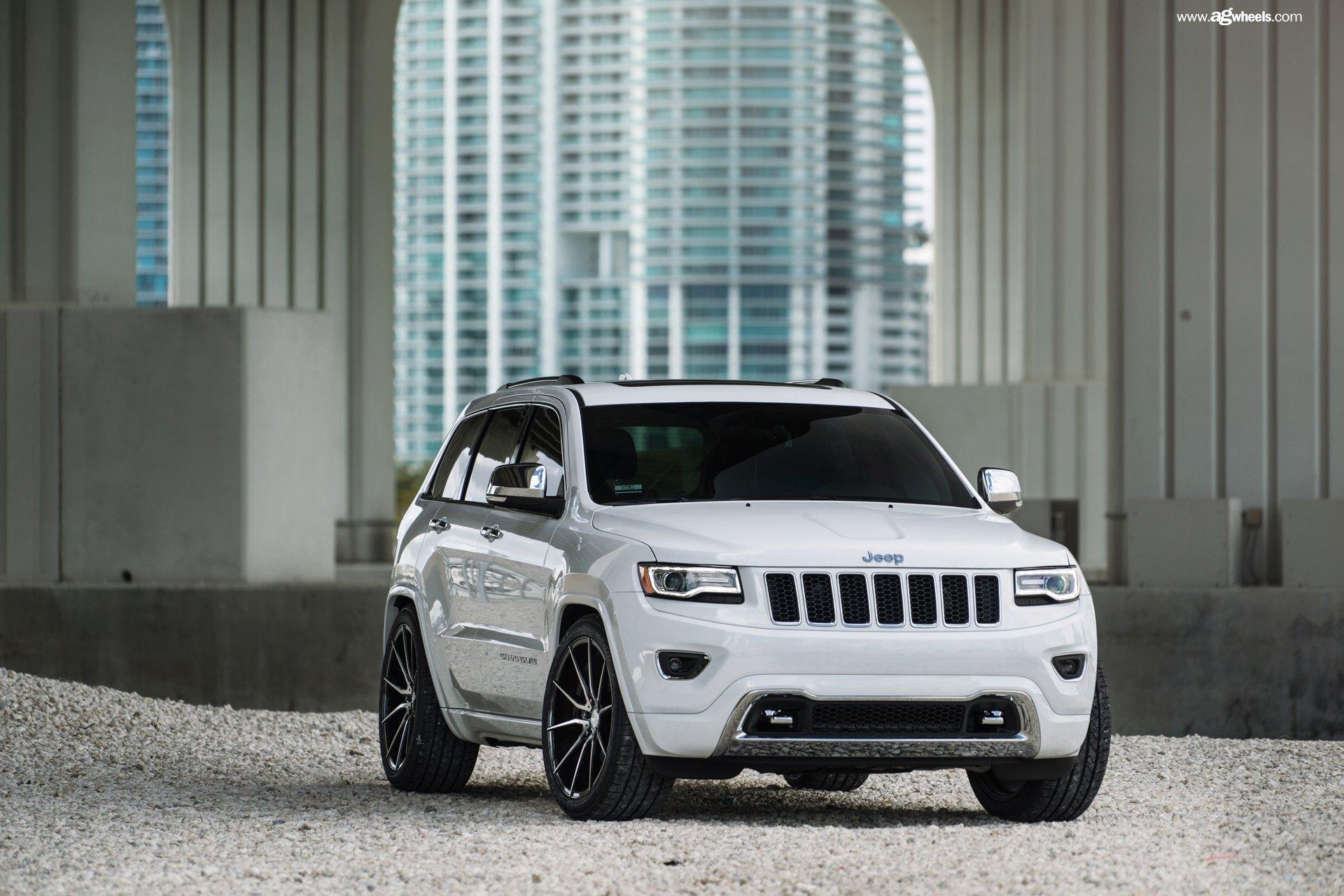 x grand left comparison test road driving suv vs automobile review magazine jeep front news cherokee ss trailblazer chevrolet