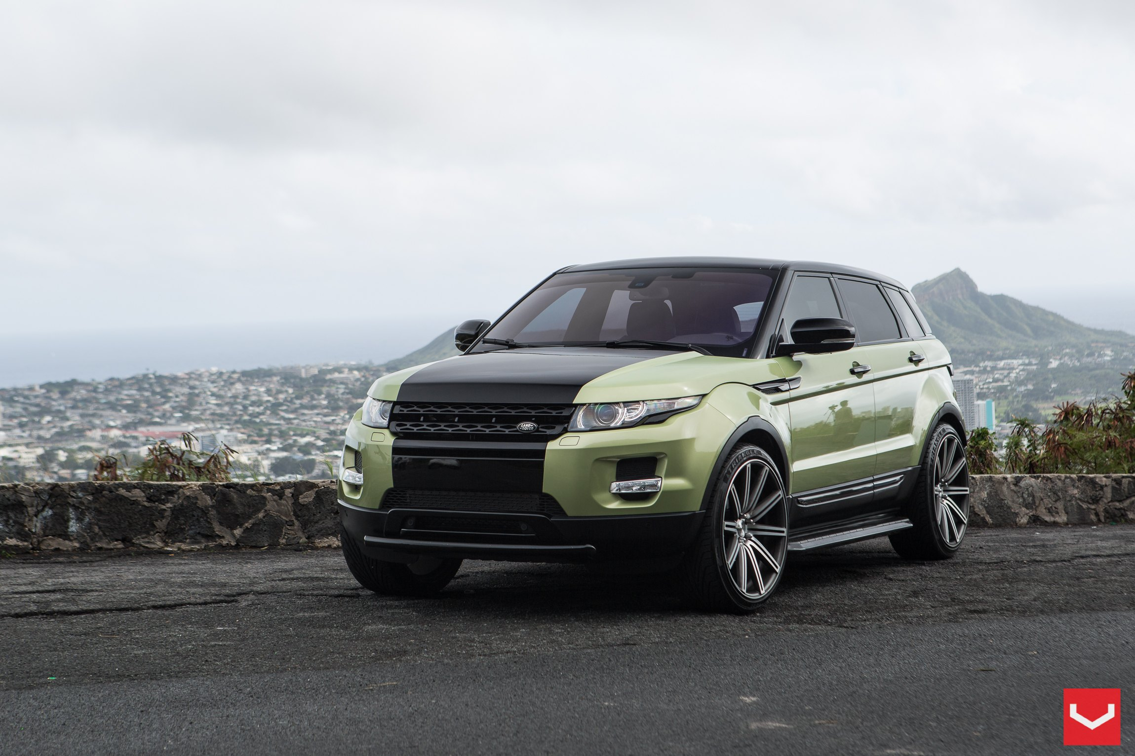 Two Tone Land Rover Range Rover Evoque Gets a Revised Fascia