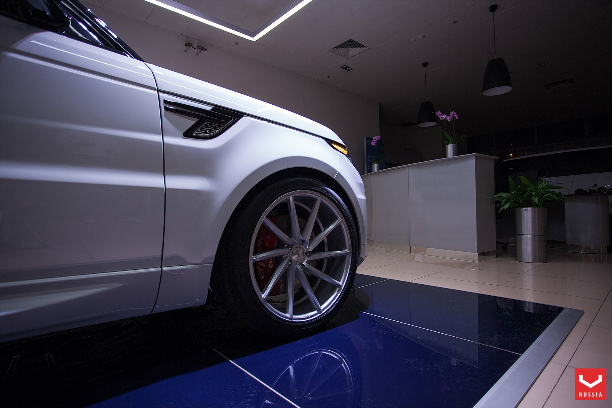 Vossen Rims with Red Brakes on Land Rover Range Rover Sport - Photo by Vossen