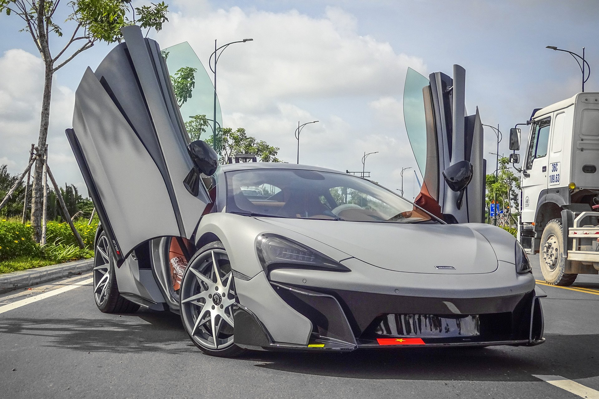 Gray McLaren 570S with Custom Vertical Doors - Photo by Forgiato & Stylish Bird Detected: Impressive Gray McLaren 570S with Vertical ...