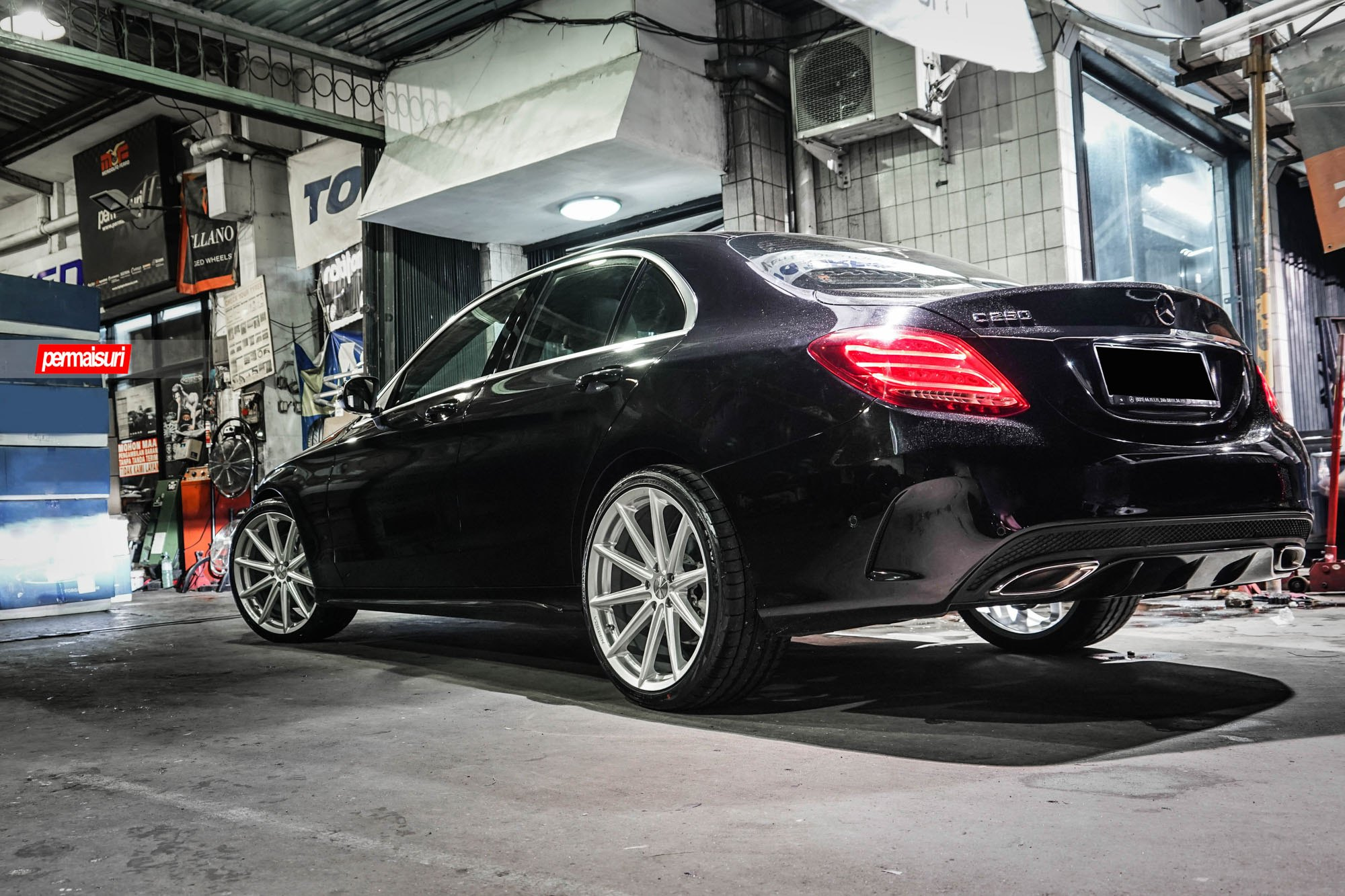 Black mercedes benz c250 with beautiful rims by vossen for Mercedes benz c300 black rims