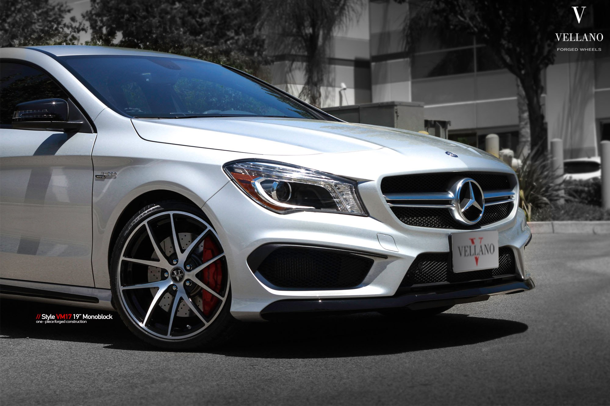 eye catching silver mercedes cla class boasts chrome details gallery. Black Bedroom Furniture Sets. Home Design Ideas