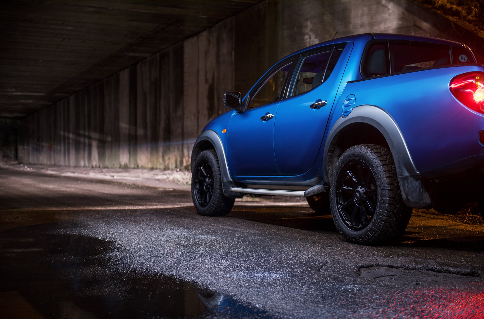 Aftermarket Running Boards on Blue Mitsubishi L200 - Photo by JR Wheels