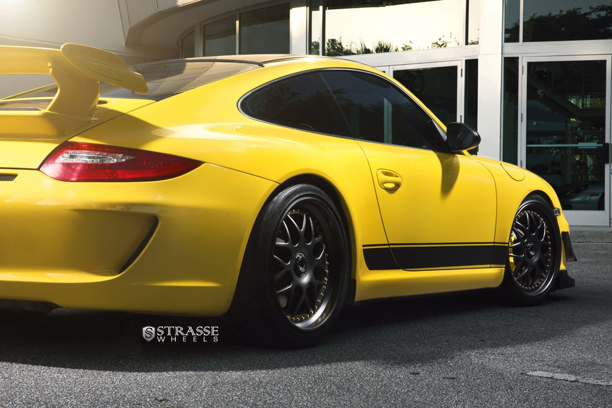 Racing Nature Revealed: Custom Yellow Porsche 911 GT3 Featuring