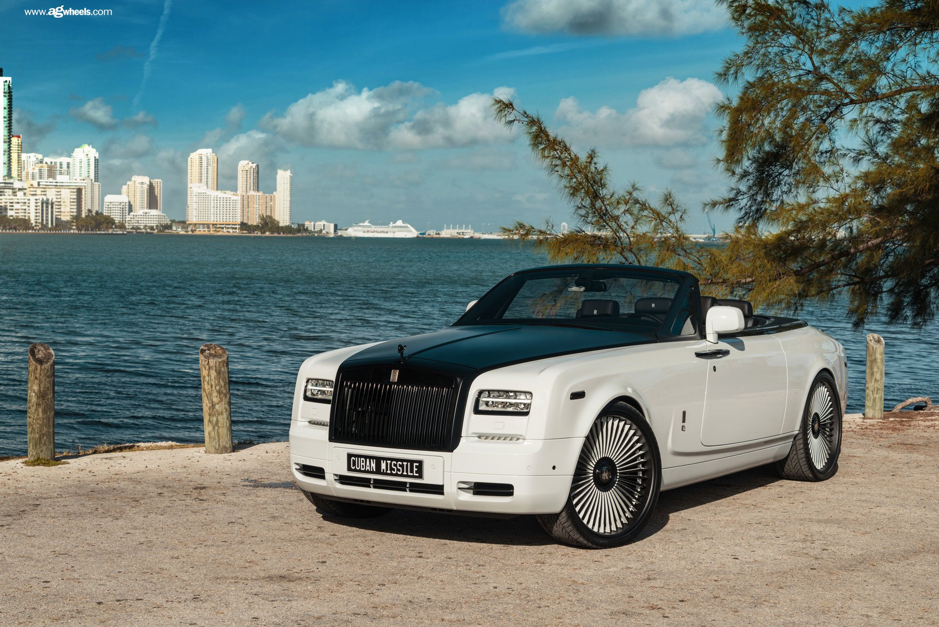 Royal Appearance Of Custom White Convertible Rolls Royce Phantom With Black Hood Carid Com Gallery
