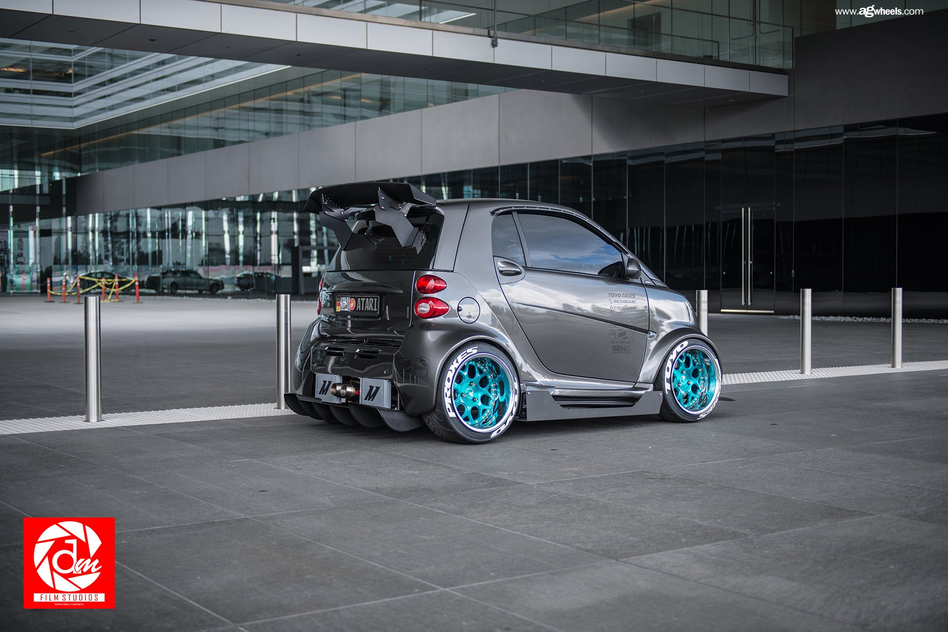 gray smart car fortwo with ultra modern touch with custom body kit and more gallery. Black Bedroom Furniture Sets. Home Design Ideas