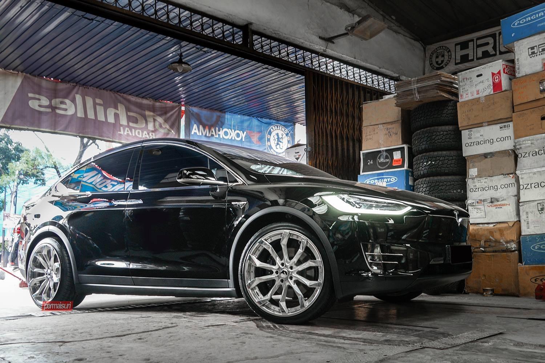 Impeccable Black Tesla Model X Shod In Chrome Wheels Carid Com Gallery