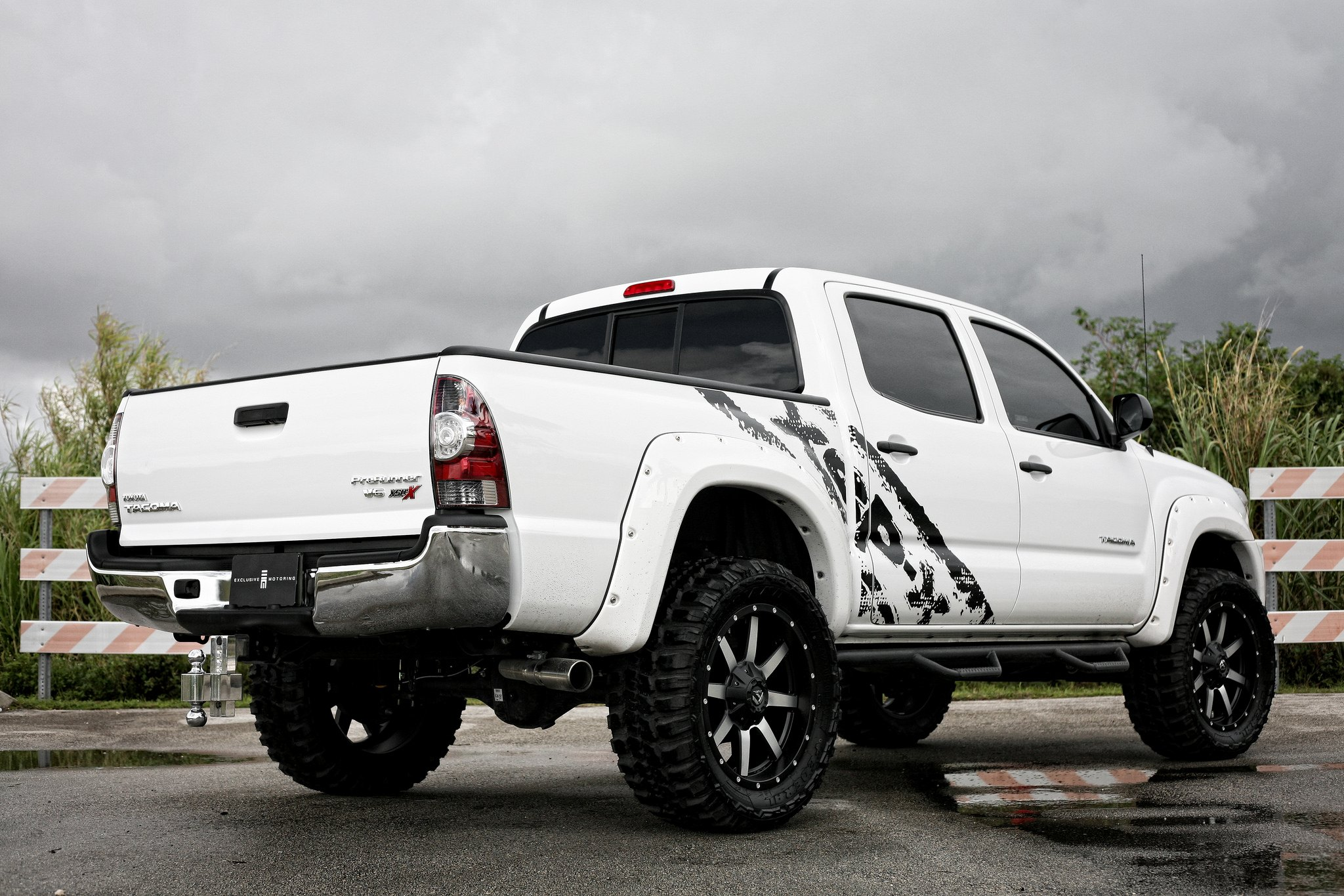 proper taco with fender flares lift and mud tires by fuel off road gallery. Black Bedroom Furniture Sets. Home Design Ideas