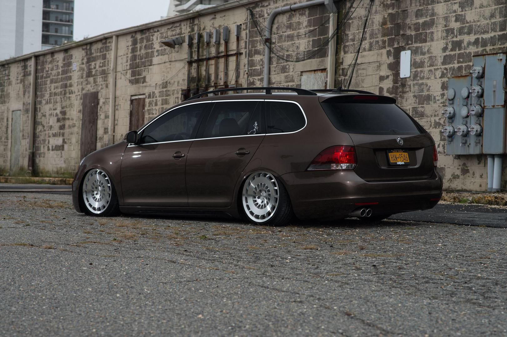 nice and clean lowered vw jetta station wagon fitted with rotiform rims gallery. Black Bedroom Furniture Sets. Home Design Ideas
