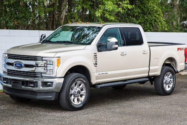 ionic automotive chevy silverado 2015 2017 voyager running boards. Black Bedroom Furniture Sets. Home Design Ideas