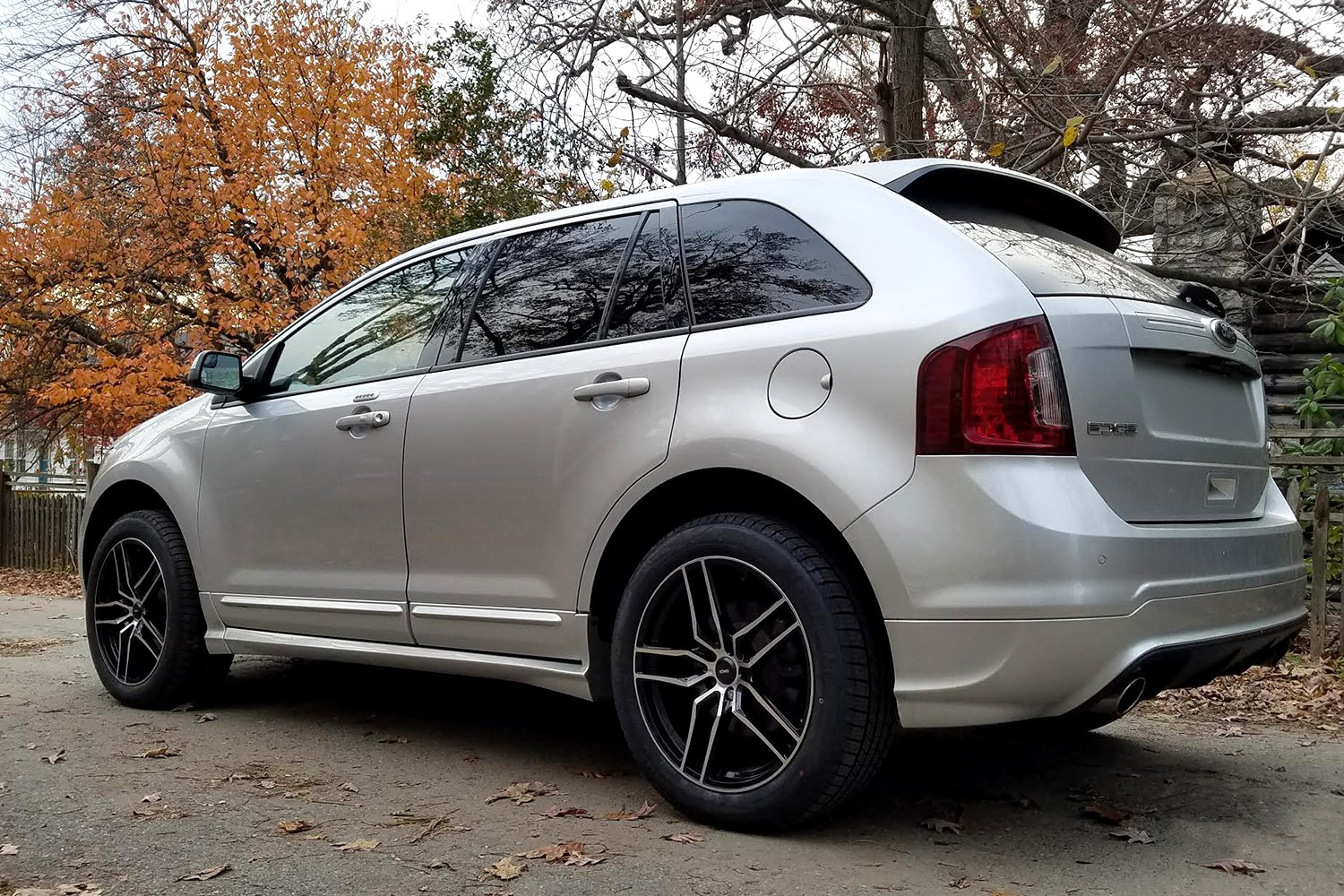 Intention Gloss Black With Machined Face On Ford Edge