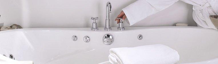 Lyons neo angle acrylic bathtub for Lyons whirlpool tub
