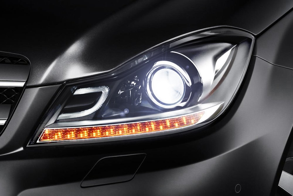 How to replace low beam headlight bulb on mercedes benz for Mercedes benz headlight problems
