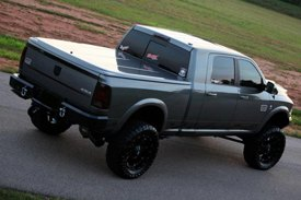 UnderCover® - SE Smooth™ Tonneau Cover on Dodge Ram