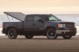 UnderCover® - SE Smooth™ Tonneau Cover on Dodge Ram and GMC