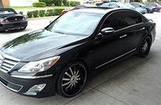 VENICE® - DOLCE Black with Machined Face, Pinstripe and Chrome Inserts on Hyundai Genesis