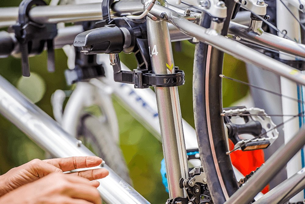 """yakima hook up bike rack Double the carrying capacity of your holdup 2 hitch rack with yakima's +2 add-on perfect for double dates requires 2"""" hitch receiver compatible with the holdup hitch rack (sold separately."""